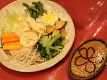 ガドガド 温野菜をピーナッツソースで.JPG